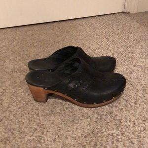 Ugg Black leather braided detail Abbey Clog shoe 9